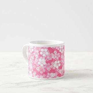 El rosa florece la taza del café express taza espresso