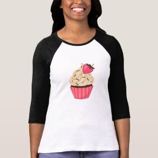 El rosa lindo asperja la magdalena de la fresa camiseta