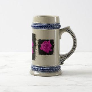 El rosa oscuro colorized color de rosa en una part jarra de cerveza
