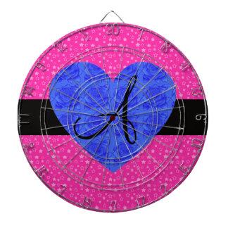 El rosa protagoniza rosas del azul del monograma tablero de dardos