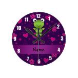 El rosa púrpura personalizado de la rana conocida  relojes