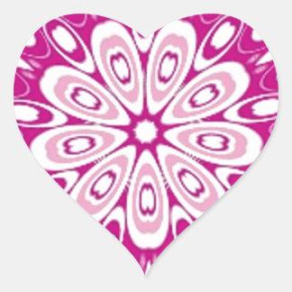 El rosa retro del chica lindo de la mariquita pegatina en forma de corazón