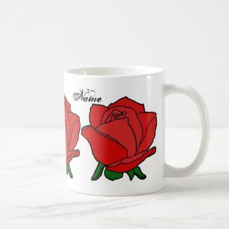 El rosa rojo del monograma asalta las tazas y los
