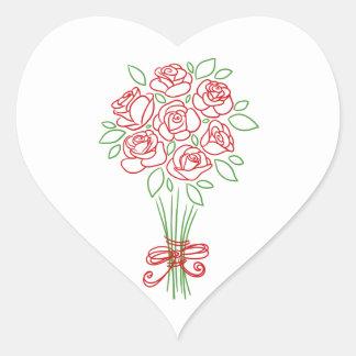 El rosa rojo del ramo floral florece a los pegatina en forma de corazón