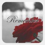 El rosa rojo recuerda Memorial Day Pegatina Cuadrada