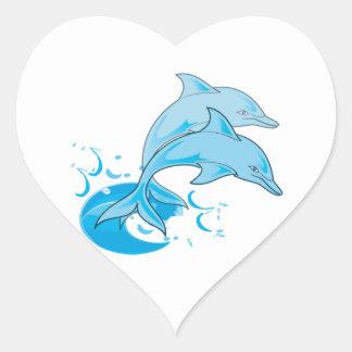 El saltar azul de dos delfínes de Bottlenose del Pegatina En Forma De Corazón