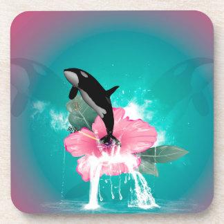 El saltar de la orca de una flor posavasos