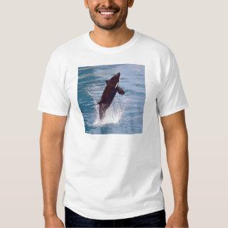 El saltar de la orca del agua camisas