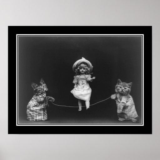 El saltar de los mininos y de la muñeca del vintag impresiones