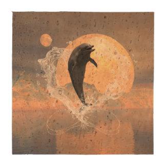 El saltar del delfín de un corazón hecho del agua posavasos