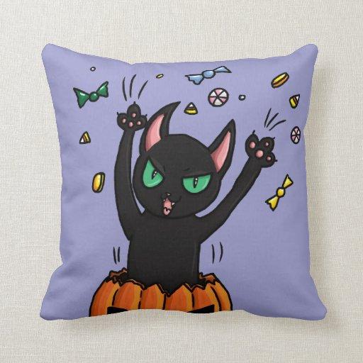 El saltar del gato negro de Halloween de una Cojín Decorativo