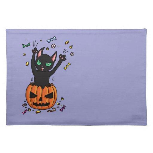 El saltar del gato negro de Halloween de una Manteles