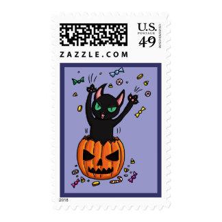 El saltar del gato negro de Halloween de una Sello