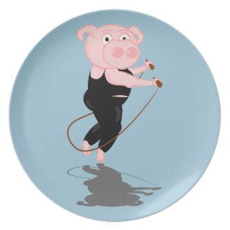 El saltar lindo del cerdo del dibujo animado plato para fiesta