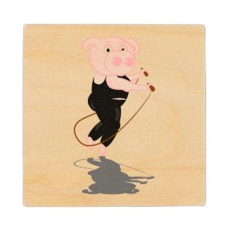 El saltar lindo del cerdo del dibujo animado posavasos de madera