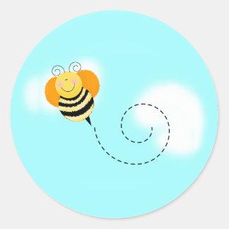 El salto de la abeja manosea a los pegatinas del etiquetas redondas