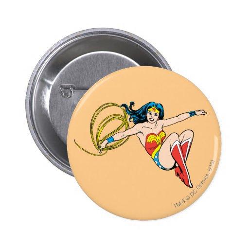 El salto de la Mujer Maravilla Pin Redondo De 2 Pulgadas