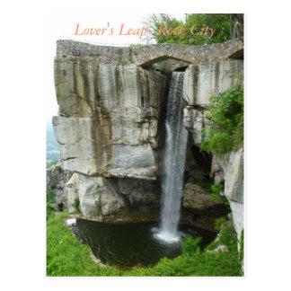 El salto del amante en la postal de la ciudad de