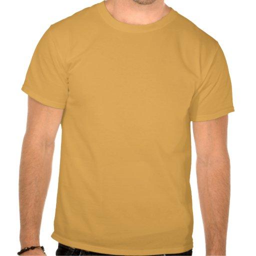 El saludar de la camiseta de los veteranos de guer