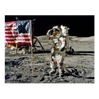 El saludo de un héroe de Apolo 17 Postales