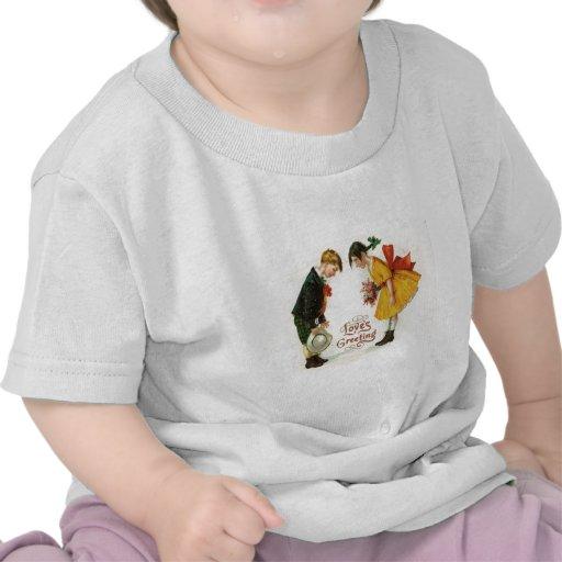 El saludo retro de los pares del vintage florece a camisetas