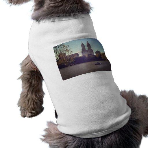 El San Remo visto de Central Park, New York City Camisas De Mascota