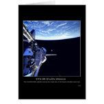 El satélite de STARSHINE sale de la bahía de cargo Tarjetón