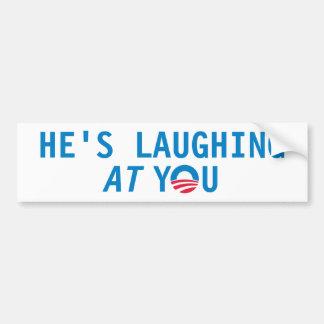 Él se está riendo de usted pegatina para auto