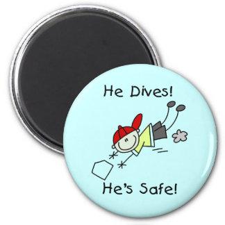 Él se zambulle él es camisetas y regalos seguros iman de nevera