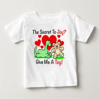 El secreto a la camisa del bebé de la alegría
