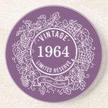 El sello blanco del vino de la vid del vintage, añ posavasos para bebidas
