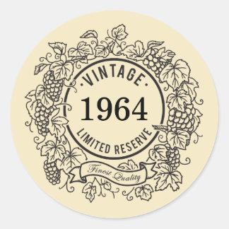 El sello del vino de la vid del vintage, añade año pegatina redonda