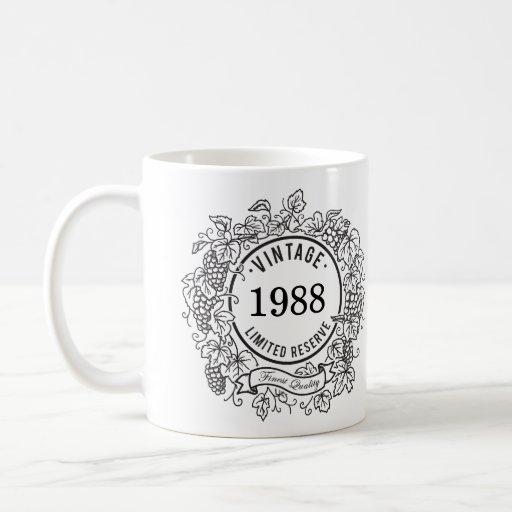 El sello del vino de la vid del vintage, añade año taza