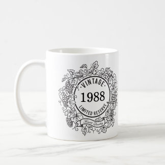 El sello del vino de la vid del vintage, añade año taza clásica