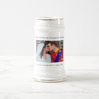 El sello real - primer beso tazas