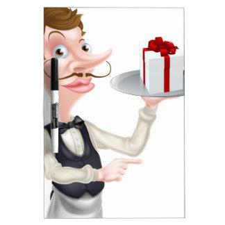 El señalar del camarero del regalo pizarras blancas