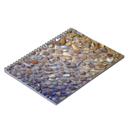 El sendero colorido del pavimento del guijarro libros de apuntes
