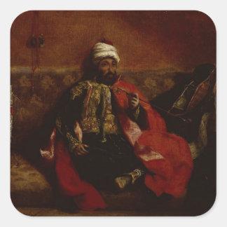 El sentarse que fuma del turco en un sofá, c.1825 pegatina cuadrada