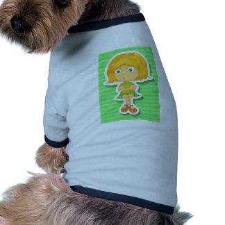 El sentarse camiseta con mangas para perro