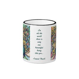 El ser hermoso bella arte de la taza del pavo real