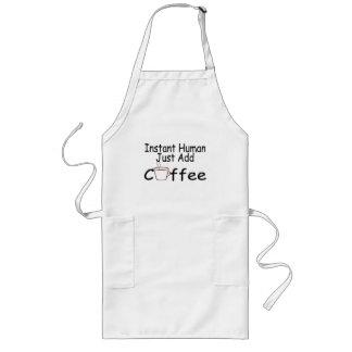 El ser humano inmediato apenas añade el café delantal