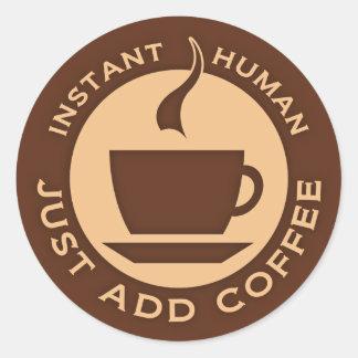 El ser humano inmediato apenas añade el café