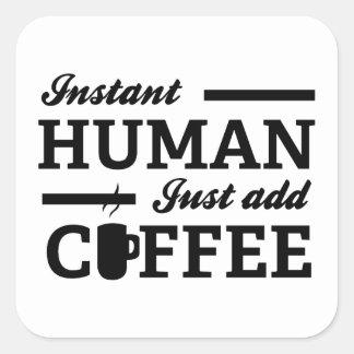 El ser humano inmediato apenas añade el café pegatina cuadrada