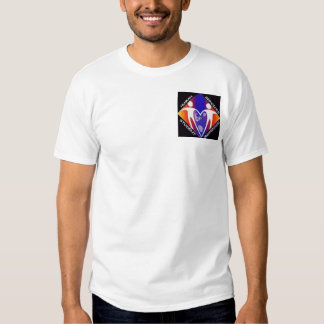 El ser humano mantiene la camiseta de la remera