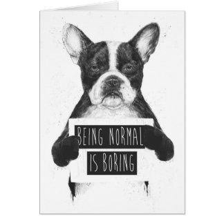 El ser normal está agujereando tarjeta de felicitación