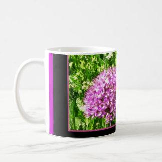El ser ocupado una taza del té del café de la