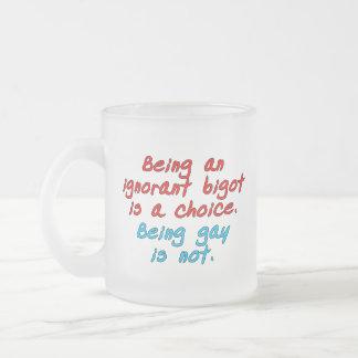 El ser un fanático ignorante es una opción, siendo taza de cristal