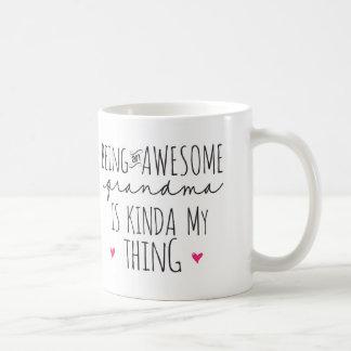 El ser una abuela impresionante es un poco mi taza taza básica blanca