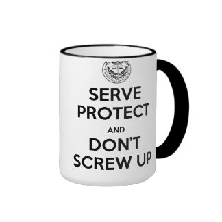 El servicio azul novato y protege la taza derecha