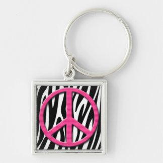 El signo de la paz rosado en cebra raya el modelo llavero cuadrado plateado